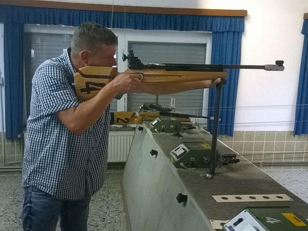 Michael Maihöfer am Luftgewehr